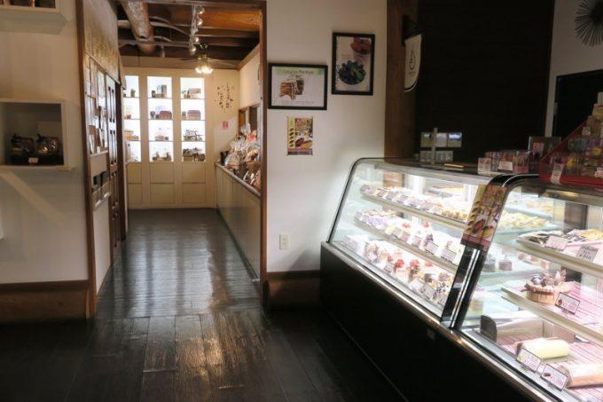 那覇・真嘉比の「Cake cafe Piednue(ピエニュー)」店内(その1)
