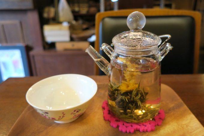 中国茶は「茉莉龍珠(まりりゅうじゅ、650円)」を選んでみた