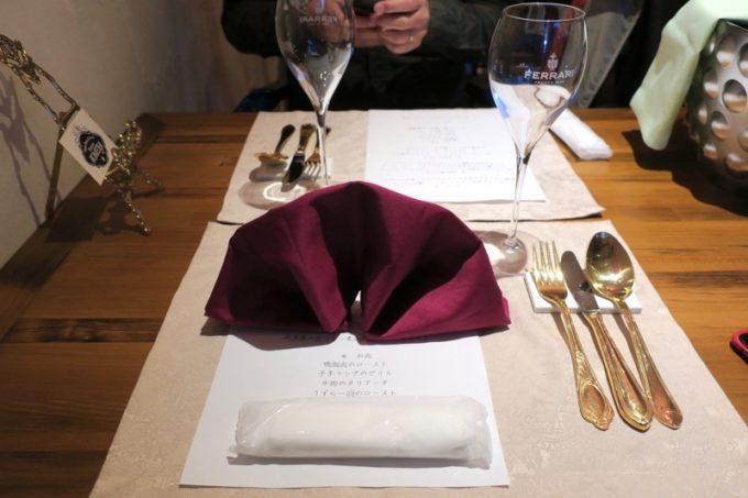 「Trattoria SOMEYA(トラットリアソメヤ)」のテーブルセッティング