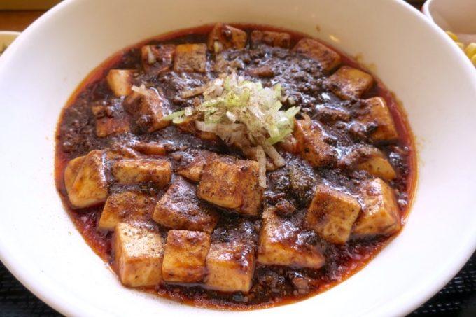 四川式麻婆豆腐のアップ。見るからに辛そう&ウマそう!