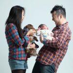 お子サマー1ヶ月記念の家族写真
