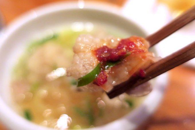 那覇・栄町「トミヤランドリー」もつ塩煮込みと自家製韓国チョジャンの組み合わせ、これがウマい!