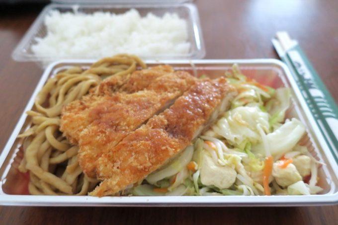 「居酒屋 二号線」のチキンカツ弁当(400円)