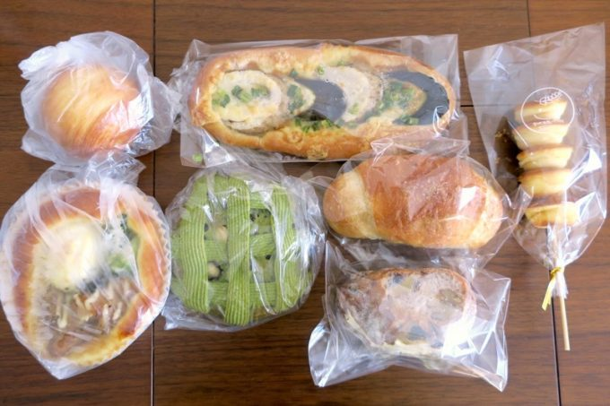この日買ってきた7種類のパン