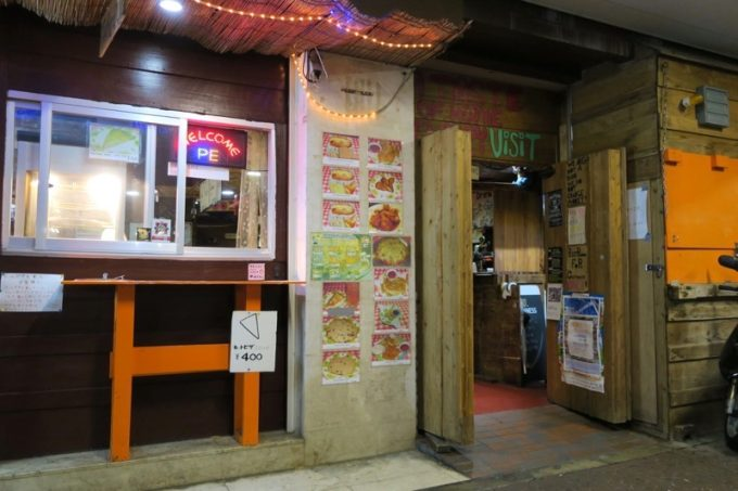 沖縄市・コザ「アメリカンピザマン」の外観(その2)