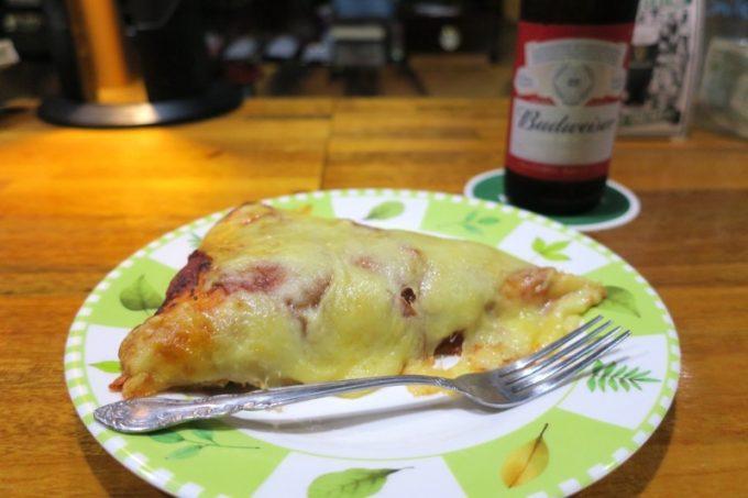 「アメリカンピザマン」のペパロニマッシュルームピザ(1ピース400円)