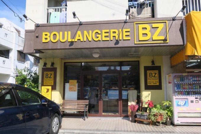那覇・与儀「BOULANGERIE BZ(ブーランジェリービズ)」の外観