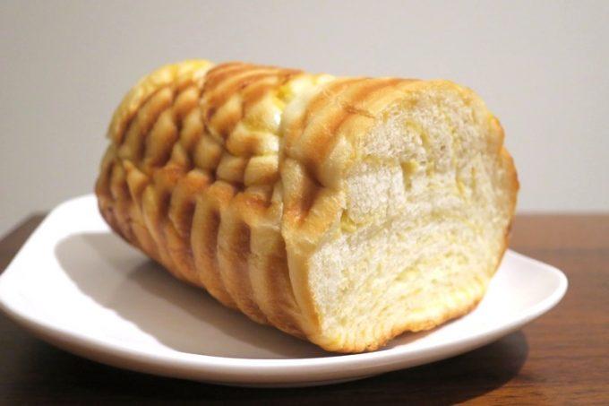 「いまいパン」のラウンドバナナ(ハーフ、250円)