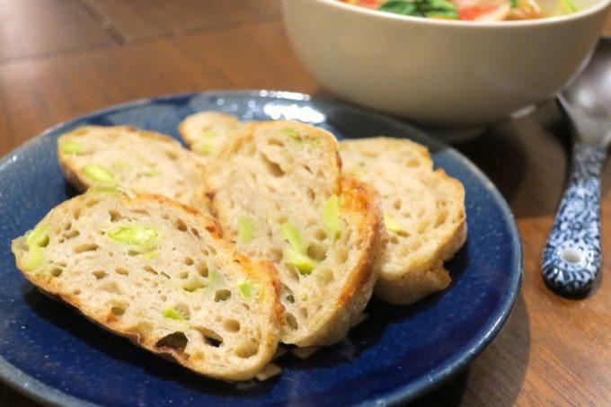 那覇の産業まつりで出会った枝豆チーズ。薄めにカットしておつまみにも。