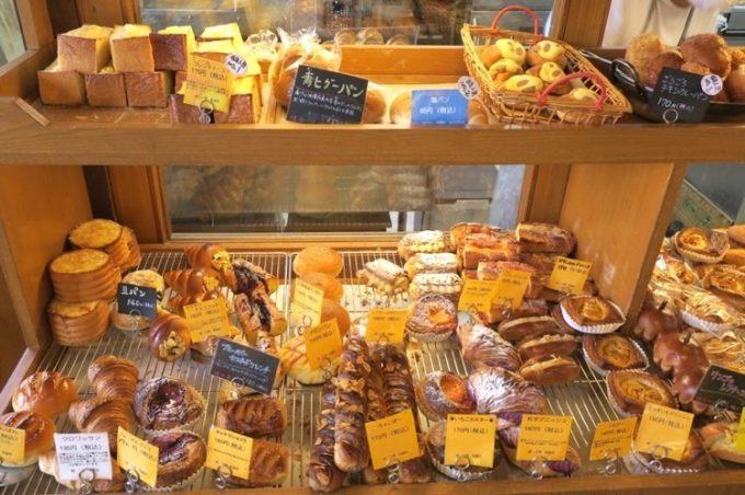 那覇・真地「いまいパン」に陳列された様々なパン(その2)