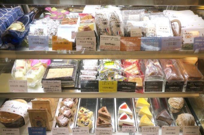 「いまいパン」ではチョコレートや焼き菓子、ケーキも製造・販売している