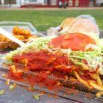 キンタコ本店のタコライスとハンバーガー、チキン。