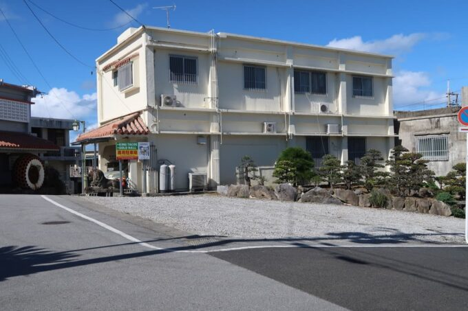 金武町「キングタコス金武本店」の駐車場(その1)