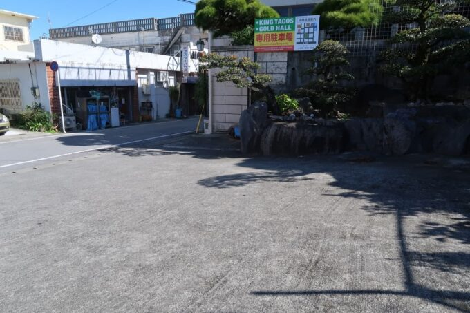 金武町「キングタコス金武本店」の駐車場(その2)