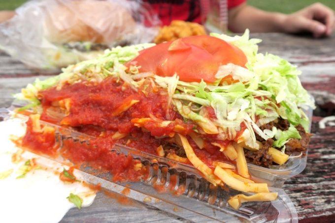 キンタコ本店のタコライスチーズ野菜(600円)。ソースを増量してもらった。
