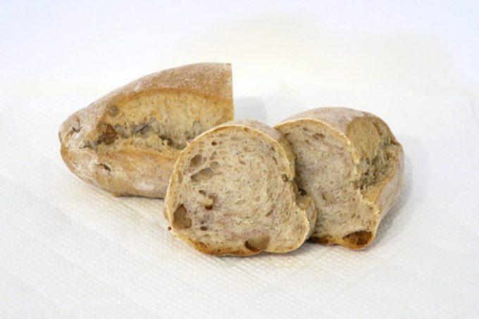 レーゲンスのくるみドイツパン(160円)
