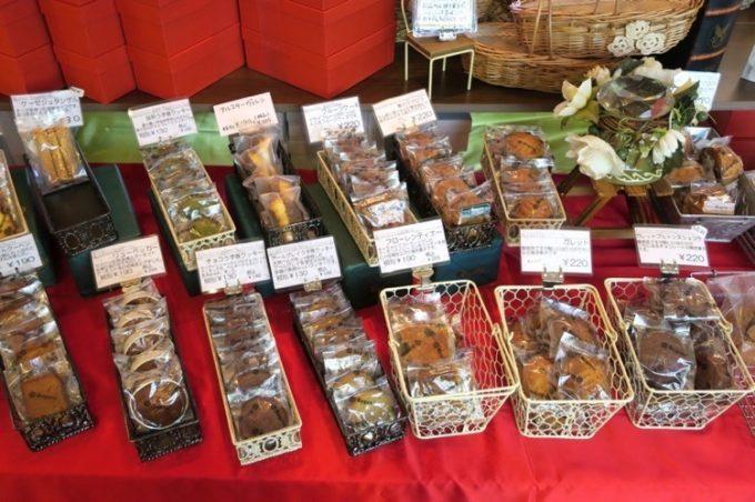 宜野湾「ドイツ菓子 Regens(レーゲンス)」では焼き菓子も売られている