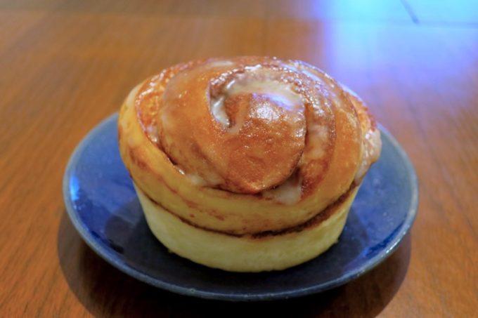 那覇・天久「小さなパン屋さん てぃーだかんかん」のシナモンロール(170円)