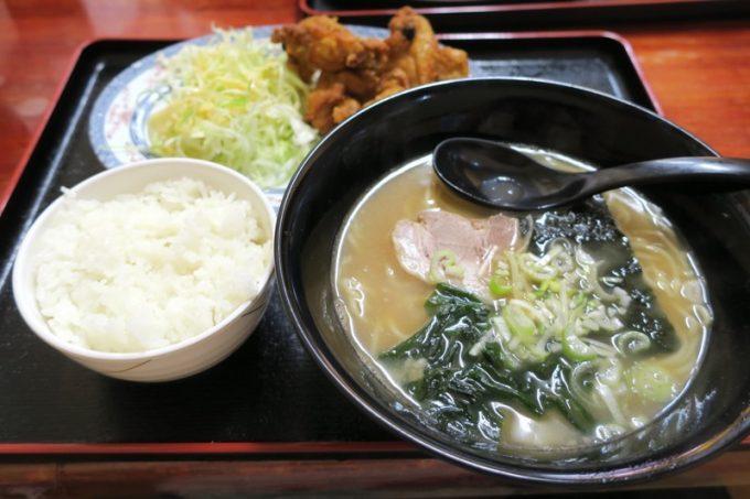 「東京ラーメンとん珍亭 小禄店」のチキンから揚げセット(トンコクスープ、650円)