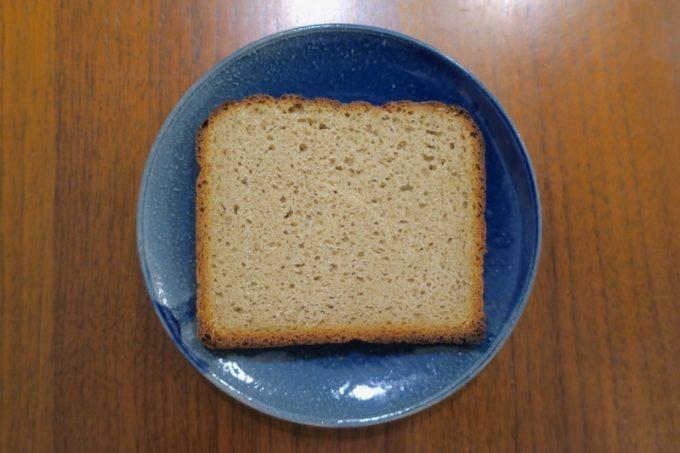 3〜4mmにカットしたパダボーナ地方のパン(550円)。ライ麦を80%も使っている。