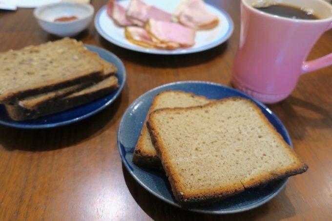 ドイツパンは、ドイツ製法のハムとともにいただいた。
