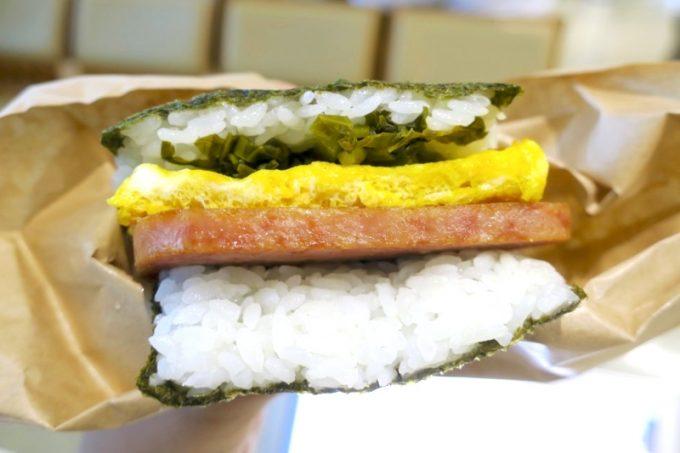那覇空港「ポークたまごおにぎり本店」の高菜(280円)