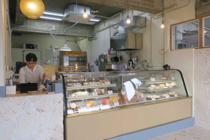 「TESIO(テシオ)」の店内。まだプレオープン中だった。