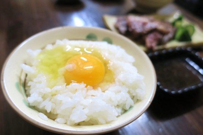 壁に貼られた卵かけご飯の告知が気になり、卵(70円)を追加。