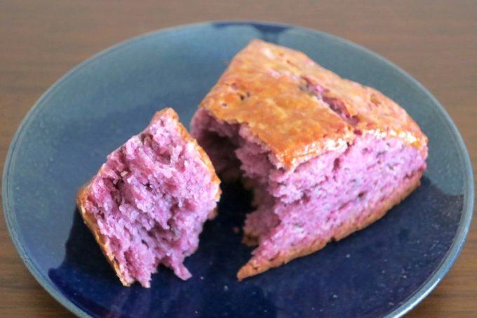 「ippe coppe(イッペコッペ)」の紅芋とあずきのスコーン(340円)
