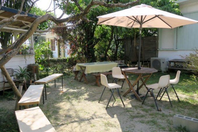 お庭のテラス席。雨の日は営業できないのは、テラス席を客席として使っているからだ。