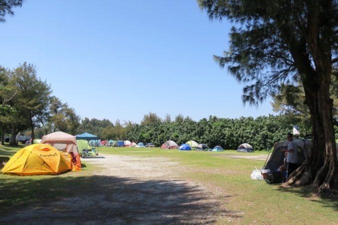 テントを張ったキャンプ地も。