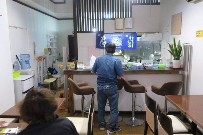 沖縄市・パルミラ通り「北京亭」の店内。