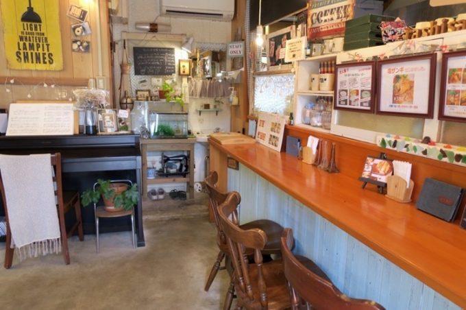「ra・shi・sa(ラシサ)」店内入ってすぐのカウンター席