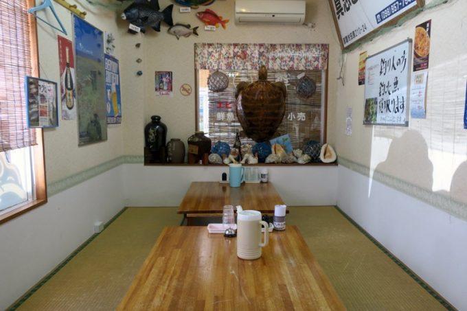 那覇・小禄「魚屋直営食堂 魚まる」の店内(その2)