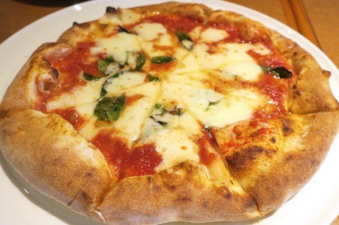 「Pizzeria Bar Ariccia(ピッツエリアバールアリッチャ)」のマルゲリータ。