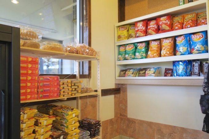 レジ近くにはアメリカンなお菓子が売られていた。買って帰ることができる。