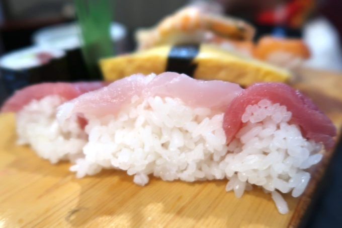 宜野湾「割烹 田舎」のお子様寿司のシャリがでっかい。
