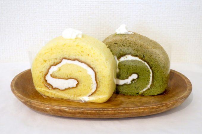 ロールケーキの白と抹茶はそれぞれ130円。