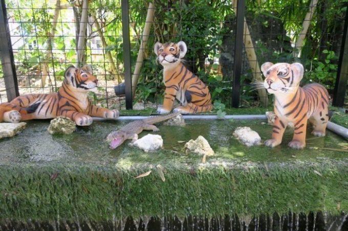 トラとワニもいる(置物)。