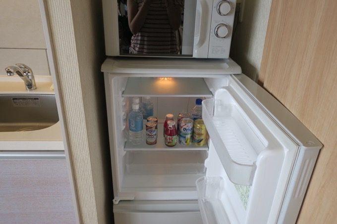 冷蔵庫・レンジも各部屋に設置あり。