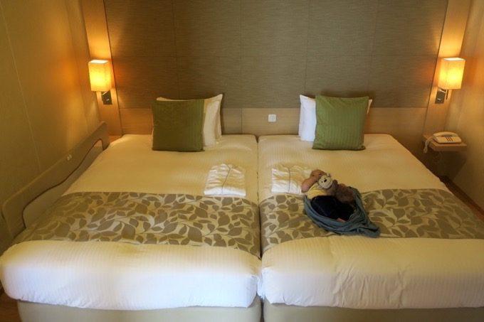 セミダブルサイズのベッドが2台置かれたベッドルーム(私の利用した部屋)