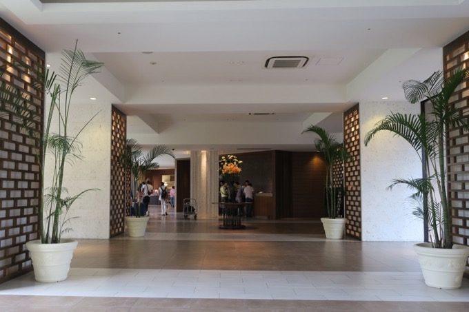 「ムーンオーシャン宜野湾 ホテル&レジデンス」のエントランス