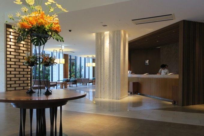 「ムーンオーシャン宜野湾 ホテル&レジデンス」のフロント