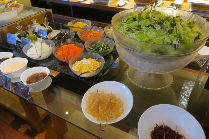 朝食会場「オーシャングリル」の和洋ビュッフェ(その1)
