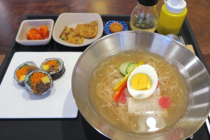 オッパキンパの韓国式冷麺、물(ムル)ネンミョン(1400円)