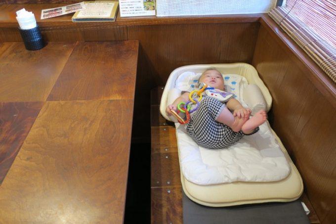 赤ちゃん用の簡易ベッドを貸し出してもらえた。