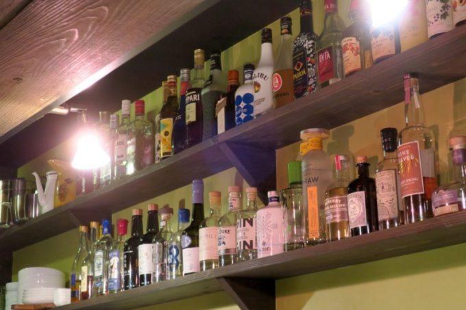 クラフトビールだけでなく、日本酒やクラフトジンなども揃うお店。