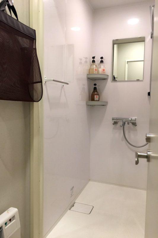 「グリッズ札幌ホテル&ホステル」の共用シャワールーム