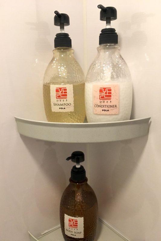 シャワールームにはシャンプー・リンス・ボディーソープがあった。