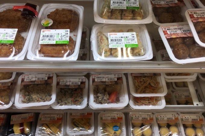 セイコーマートと提携しているので、お惣菜類も豊富。